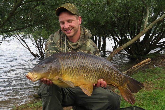 Eindelijk vangt Danny ook zijn vis. Hard voor weinig...