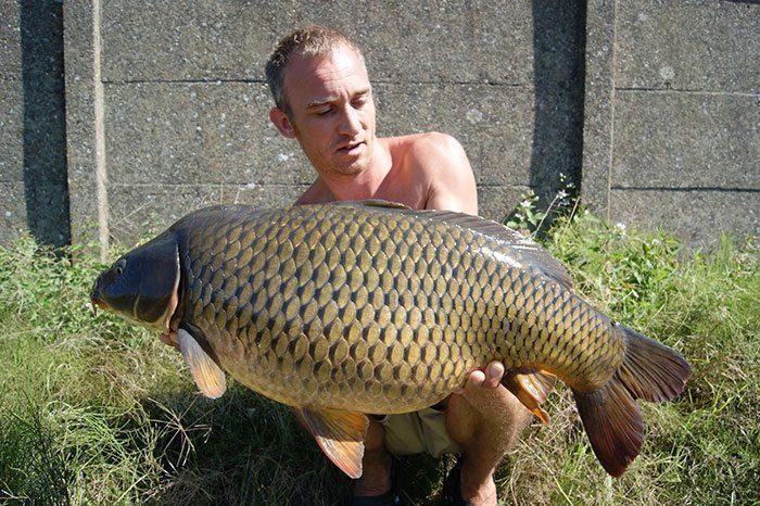 Heerlijk om eindelijk weer eens een mooie vis te mogen vasthouden.