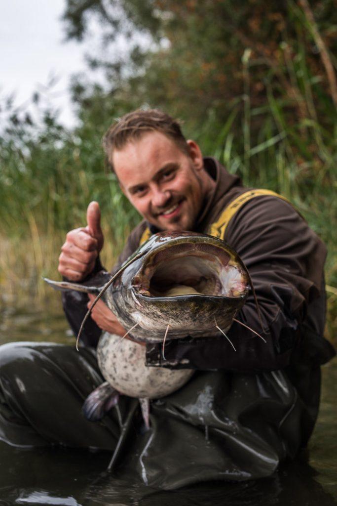 Allround snoek paling meerval visser Jim was helemaal in zijn nopjes met deze grote poes ;-)
