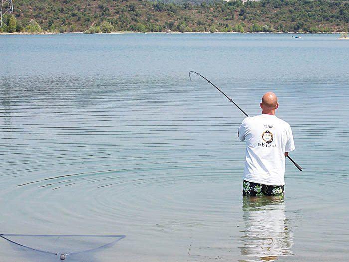 De vis loste zich vlak voor het net.