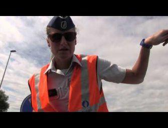 Behulpzame Politieagente wijst de weg naar Frankrijk…