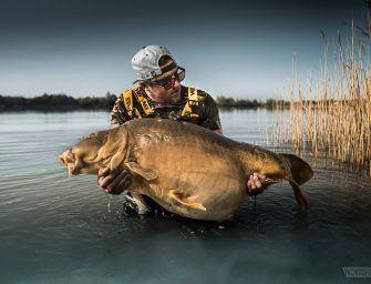 Foto Dump: Younes Gonzalez pakt 33 kilo targetvis van openbaar water