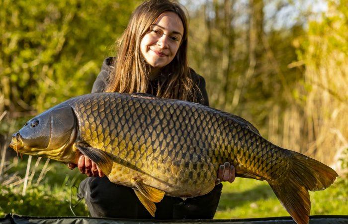 [VIDEO] Girlpower aan de waterkant – 24 uur vissen met Sigi van den Borre!
